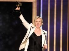 Jane Lynch accepts anaward at the 2019 Creative Arts Emmy Awards.