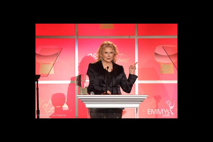 Candice Bergen accepting her Hall of Fame award.