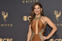 Kristin Dos Santos on the red carpet at the 2017 Primetime Emmys.
