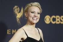 Kate McKinnon on the red carpet at the 2017 Primetime Emmys.